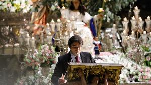 Carlos Crivell pregonando las Glorias de María/ VANESSA GOMEZ